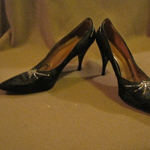 Dayton Oval Room ~ NEED PIC WITH NAME ~ Size 7 1/2